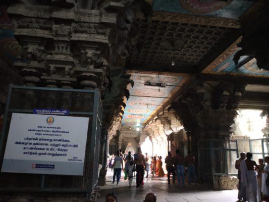 Храм трех божеств в Индии
